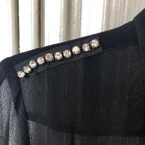 Rigtig fin lettere gennemsigtig skjorte fra COS. I pæn stand.