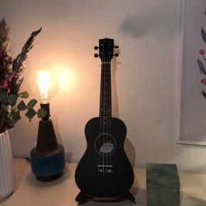 Super fin ukulele, fejler intet! Sælges da jeg ikke får den brugt, mp er 230kr eller byd😊