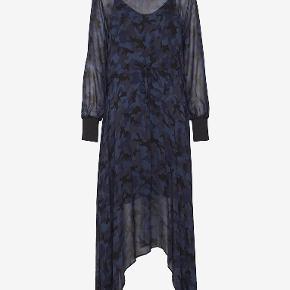 Just Female lang kjole Brugt en enkelt gang  Skriv endelig ved flere spørgsmål Tjek også mine andre annoncer ud😊