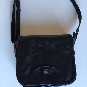 Taske i læder - pæn og velholdt