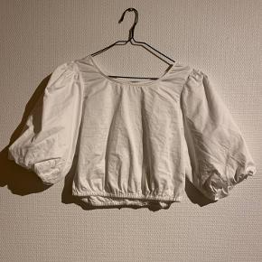 H&M crop skjorte med ballon ærmer, størrelse 38