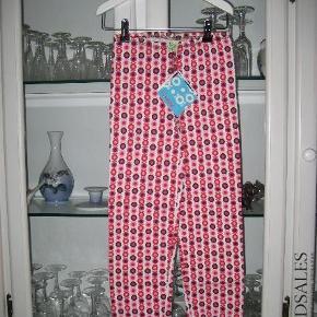 Varetype: NYE LeggingsFarve: Pink Combi Oprindelig købspris: 150 kr.  NYE leggings i str. 128 fra Katvig.  Mindsteprisen er kr. 75 + porto.  Jeg bytter ikke.