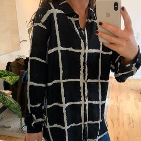 Super fin skjorte fra Peppercorn - har ingen tegn på slid udover en lille tråd der er løbet foran (se billede 3) 🌾