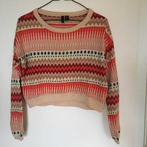 H&M Divided cropped sweater. Super cute and in great condition. Size 4