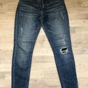 """Varetype: Jeans Størrelse: 29/33"""" Farve: Blå Oprindelig købspris: 1000 kr.  Brugt 2-3 gange Bytter ikke og ved ts handel plus gebyr Ved forsendelse pp sendes via DAO"""
