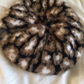 BYD!! Sidste chanceMega blød leopard beret, såååååå soft! Købt på mode marked i London  Jeg gir mængderabat:-)!!
