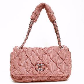 Chanel taske, købt af en japansk vintage butik Den er rød og hvid stribet