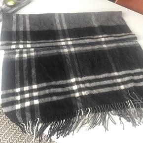 Kæmpe tørklæde / halstørklæde i grå hvid sort, 100% uld, 74x190 cm