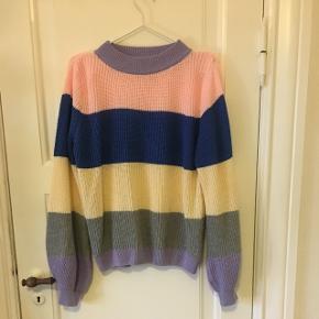 Lækker finstrikket sweater i str. Medium Fremstår som ny, da kun er brugt 1-2 gange 😊 Kan mødes i Aalborg og handle eller sende med DAO for 35 kr
