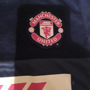 Rigtig fin Manchester United T-shirts str. M 10/12 år
