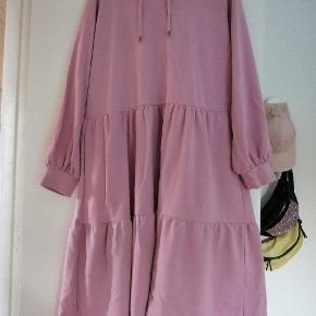 Fed oversize sweatkjole. Desværre købt et nummer for stor. Vasket med aldrig brugt.  Model Liberte melissa dress