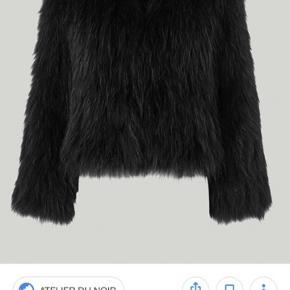 Sælger min elskede Meotine pels (sort). Jakken kostede 3500,-   Godt brugt, med tegn på slid, derfor den gode pris Str. M/L - er selv en str. 36-38  Skriv hvis du ønsker flere billeder.