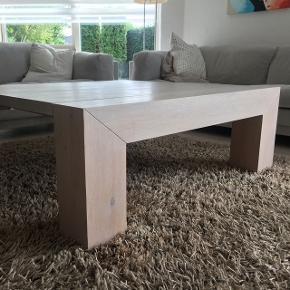 Unikt bord fra YAK mål 116x116x42 cm