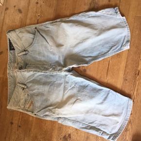 Denim shorts fra Diesel. Købt i USA. Str. 41. Brugt 1 gang..