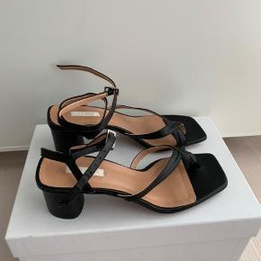 Nye Arket sandaler med hæl. Nypris 1400  Billeder lånt fra Instagram