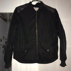 Sælger denne jakke da jeg ikke får den brugt som jeg ville ønske jeg gjorde