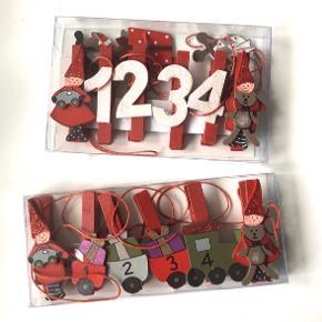 Det Gamle Apotek 2 stk. Klemme adventskalendere. Der medfølger 4 klemmer nummeret som 1, 2, 3 & 4. Længde: 120 cm. 🎅🏼🤶🏻🎁 OBS: De er et fejlkøb og dermed ubrugte   Byd gerne kan både afhentes i Århus C eller sendes på købers regning 📮✉️