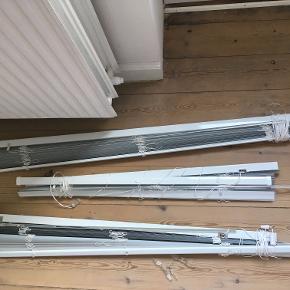 Tre ALU-persienner fra Jysk sælges.  Mål: 80 x 220 cm. 100 x 220 cm. 110 x 220 cm.  Pris: 250 kr.  Gardinerne kan afhentes i Odense, Fredericia eller Børkop