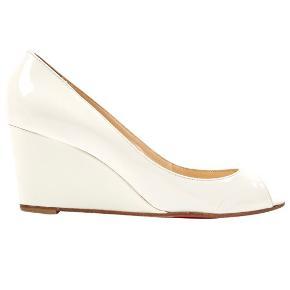Smukkeste peep toe patent leather stiletter fra Christian Louboutin. Brugt, men i God stand. Uden boks.