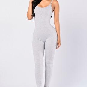 Nova Season Jumpsuit in Heather Grey Spaghetti Strap Catsuit Jersey Material Trendy and Stylish Comfortable Athletic Vibe 95% Rayon 5% Spandex  Sælges da jeg bruger s og ikke xs