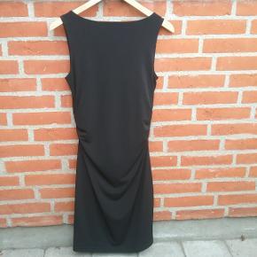 Sort Fransa kjole str. S.  🌞 Ved køb af flere ting. Skriv til mig inden du vælger køb nu. Så samler jeg det sammen i en pakke og en porto 🌞