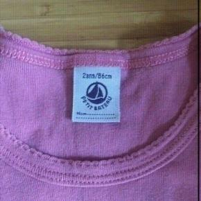 Petit bateau t-shirt 86  -fast pris -køb 4 annoncer og den billigste er gratis - kan afhentes på Mimersgade 111 - sender gerne hvis du betaler Porto - mødes ikke andre steder - bytter ikke