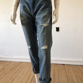 Flotte Current Elliot jeans. Made in USA, selvfølgelig. 😀 Brugte men fejler absolut intet.  Str 27/S.  Bomuld med stretch. Blød og dejlig denim med super flot pasform.  Byttes ikke.