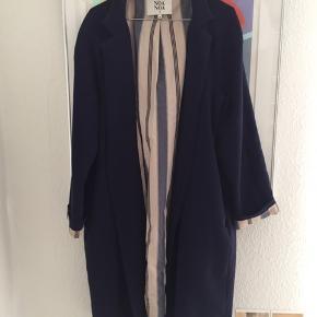 Fin frakke fra Noa Noa i medium. Er en god overgangsfrakke - har ingen tegn på slid. Kom med et bud 😊