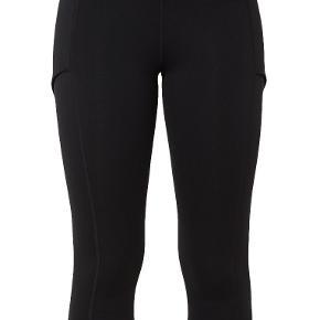 Nike baseline tights. Super behagelige tennis tights med plads til tennisbolde på siderne. Men kan også bruges som almindelige tights. Super pasform. Nypris 549kr.