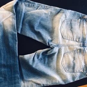 Sælger disse flotte Diesel jeans, da jeg ikke længere får dem brugt.  De fejler intet, men har en smule brugsspor.  W : 25 L : 30