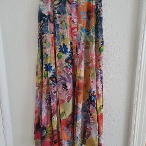 Virkelig fin blomstret nederdel fra hm.