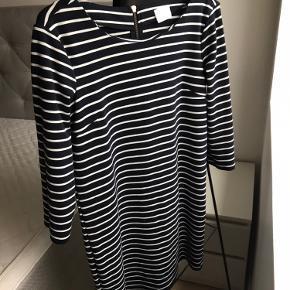 Sælger denne kjole i str. M