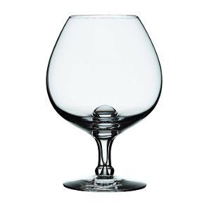 Varetype:  9 x Fontaine cognacglas 1 x Fontaine hvidvinsglas I mundblæst glas  Størrelse: cognac :67 cl/ 16/5 cm højt Hvidvin: det almindelige høje  Farve: glas Oprindelig købspris: 2390 kr.  Beskrivelse: 9 stk Holmegaard Fontaine cognacglas  plus 1 hvidvinsglas sælges.   Cognacglasset i Michael Bangs Fontaineserie giver en god cognac den plads, den fortjener. Den korte stilk og glaskummens brede bund inviterer dig til at nyde de gyldne dråber langsomt, mens de tempereres med varmeoverførslen fra din hånd. Brug også glasset til en iskold, blød Bailey. Den mundblæste serie er komplet og indeholder desuden glas til forskellige vine, champagne, vand, sjusser og cocktails. En god gaveide med klasse og stil - ikke mindst til dig selv.  Hvert stykke mundblæst glas er unikt og håndlavet af glaspusteren, som omhyggeligt blæser den rigtige mængde luft gennem den smalle pibe. Luftbobler i glasset er derfor uundgåelige og udgør en del af den charme, der kendetegner mundblæst glas.  Serie:Fontaine Designer:Michael Bang Mærke: Holmegaard, Royal Copenhagen Varenummer:4300145 Funktionalitet:Kan gå i opvaskemaskine Bemærk: Tåler max 55° C i opvaskemaskine.   Størrelse:  Højde: 16,5 cm  Volumen: 67 cl  Materiale: Mundblæst glas Nypris: 2.390/240 kr pr stk.   Porto: Jeg foretrækker at mødes og handle i Hillerød, hvor jeg bor.   Klik på Køb nu knappen og køb med det samme. Hvis der er mere på min profil du ønsker at købe med, tilføjer du blot det.  Mine annoncer er delt op i kategorier, dvs. alle jeans, jakker, kjoler etc. er samlet på profilen. Scrol og se alle ting i shoppen.  Cognac, hvidvin, mundblæst glas