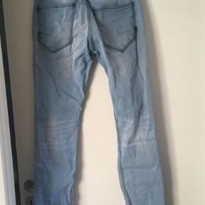 Herre bukser fra Solid i denim - god men brugt. Str. 33/34.  99% bomuld og 1% elasthan.