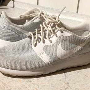 """Lækre Nike sneakers. Fine, men der er brugstegn   Benyt gerne """"køb nu"""" funktionen   #30dayssellout"""