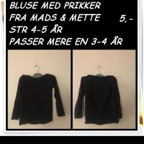 Bluse med prikker fra Mads & Mette str 4-5 år passer mere en 3-4 år