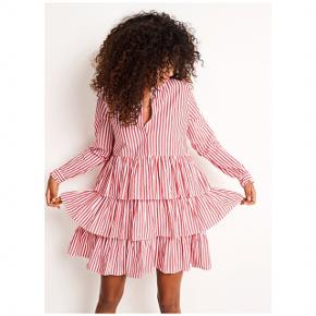 Sælger denne populære kjole fra Envii i str s, perfekt til den kommende sommer ☀️. Har kun haft den på 2 gange og den fortjener nu et nyt hjem. Ny pris var 500,-. Den er i 100% bomuld.