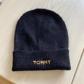 Tommy Hilfiger hue til kvinder sælges. Aldrig brugt.