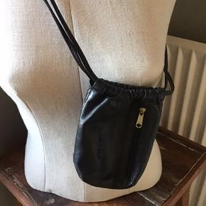 Lille sød taske/pung,  Er stort set ikke brugt Måler 13x10 cm