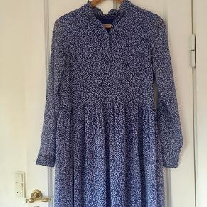 Fin Gestuz kjole med knapper. Brugt nogle gange, men er uden brugstegn. Farven er mest som på billede 1 🦋