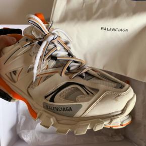 Balenciaga Track  Nypris 700 euro (5200,-) Alt OG medfølger