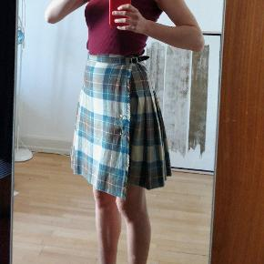 Fin uld nederdel fra Firenze, Italien. Kan justeres i taljen