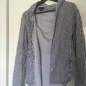 f5a6190a718 Flot sommer skjorte fra Zara Mindste pris 50kr Køb nu pris 200kr