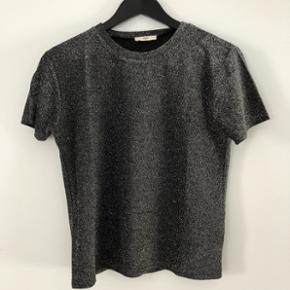 Envii glimmer T-shirt  Str.  Xs  T-Shirt og bukser kan sælges samlet eller hver for sig