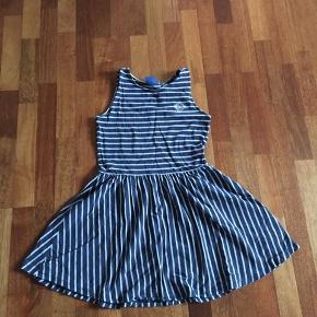 Tom Tailor kjole. Brugt men har ingen skader. Str. 164/13-14 år.  Salgspris: 50 kr. eller byd