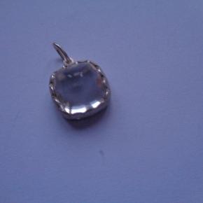 med stor crystal sten ca 1x1cm