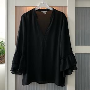 Flot skjorte fra H&M. Den er str. 44, og jeg bruger normalt xs-small, og har brugt den som oversize.
