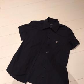 Skjorten er lidt lille i størrelsen, sådan passer nok bedre en small, eller en lille medium.  #30dayssellout