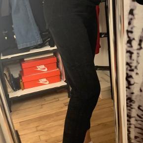 Sælger det her super fine velvet bukser fra only i str 36 brugt virkelig lidt