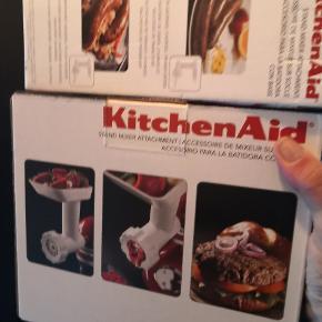 Ubrugt kødhakker samt pølsestopper til kitchenaid. Aldrig brugt da vi fik mine forældres store maskine til dette. Pris pp
